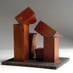 Escultura en madera. 20 x 19,5 x 14,5 cm.